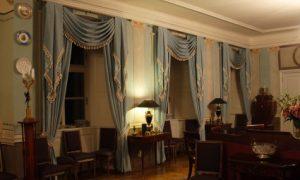 Изысканные синие классические шторы
