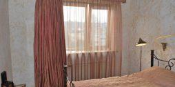 aizkari guļamistabai ar lambrekenu