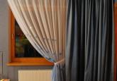 zili - balti aizkari guļamistabai ar magonēm