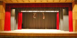 Grenctāles kultūras nama atvērti skatuves aizkari