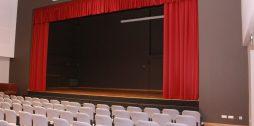 Targales-pamatskolas-skatuves-aizkari