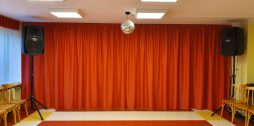 Upesleju-pamatskolas-skatuves-aizkari