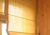 Paceļamie romiešu aizkari virtuves logiem
