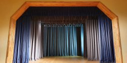 skatuves aizkari Jaunjelgavas Kultūras namā