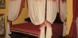 gultas baldahīns sarkans balts