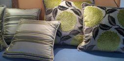 Согласовывайте цвета подушек, но не узоры