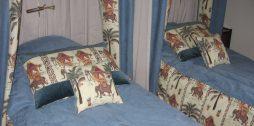 Подберите подушки к шторам