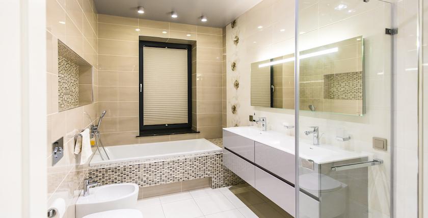 Plisētās žalūzijas vannas istabā